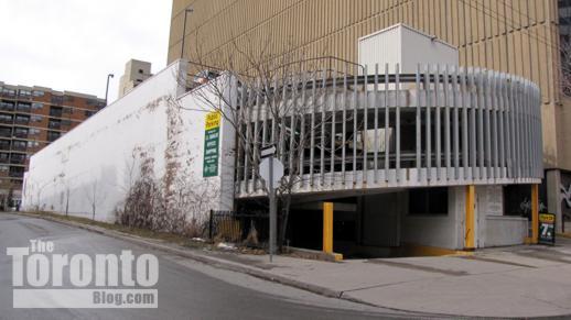 210 Simcoe Street