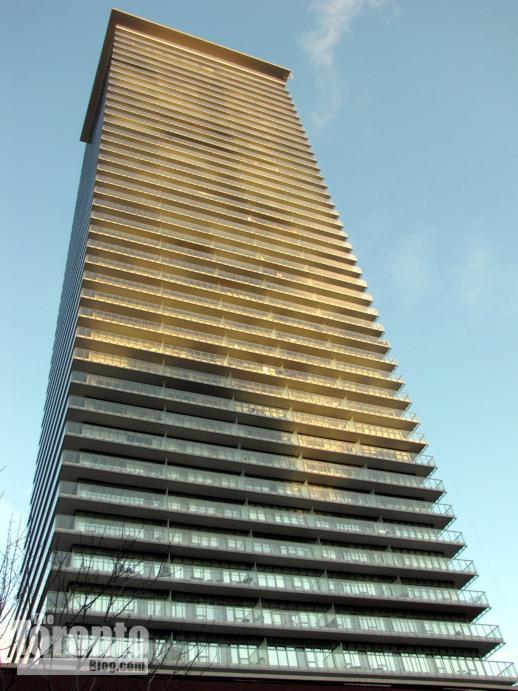 Casa condominium tower