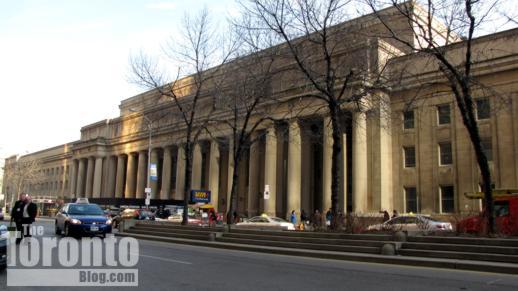 Front Street median outside Union Station