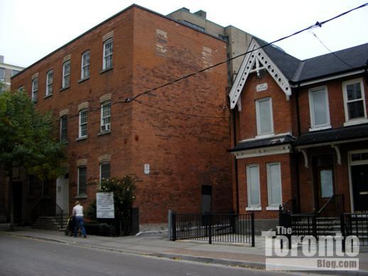 65 St Nicholas Street and the Oak cottage on St Nicholas Street