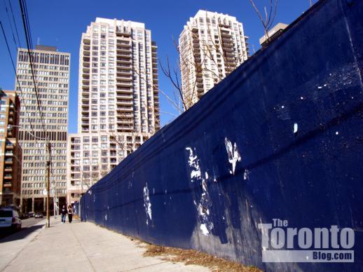 Hoarding along Breadalbane Street