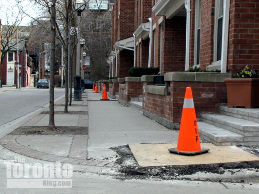 Toronto Hydro handwell replacement activity on St Nicholas Street