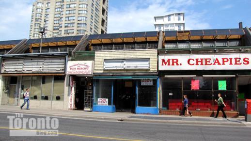 vacant shops at 501 Yonge Street