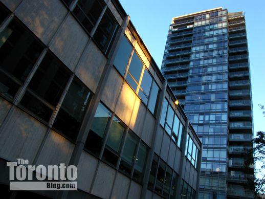 17 Dundonald Street Toronto