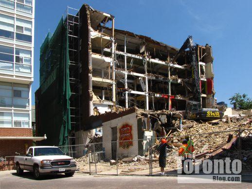 Demolition of 25 St Nicholas Street Toronto